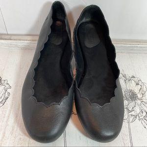 Born Allie scalloped black leather ballet flat